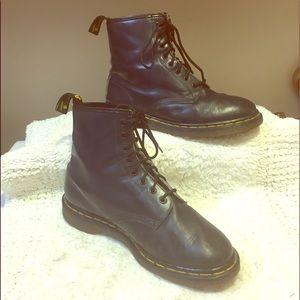 Dr. Martens MADE IN ENGLAND original Air Wair boot
